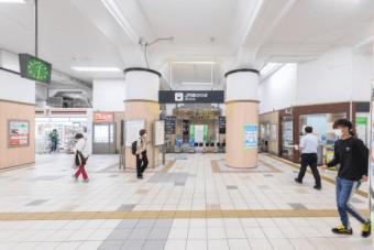 JR兵庫駅の改札を出ます。
